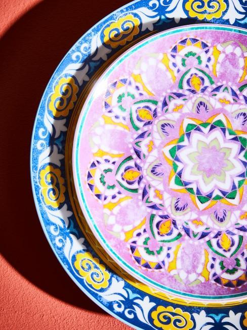 Marokkanisches Geschirr auf dem Tisch