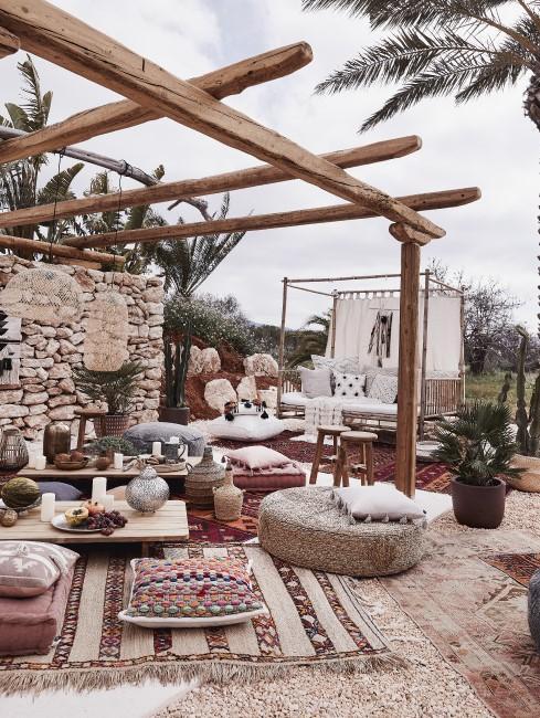 Terrasse und Garten im orientalischen Einrichtungsstil
