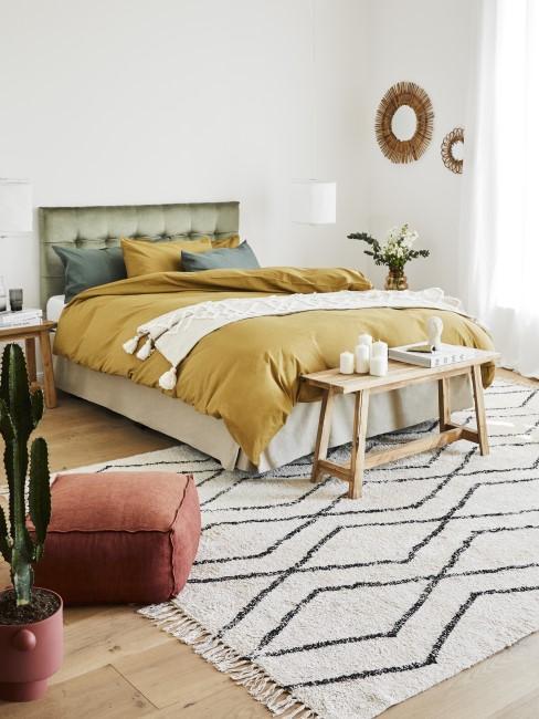 Buntes Schlafzimmer mit warmen Farben