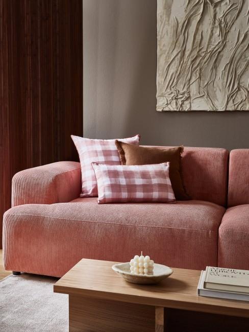 Rosafarbene Cord Couch mit Kissen