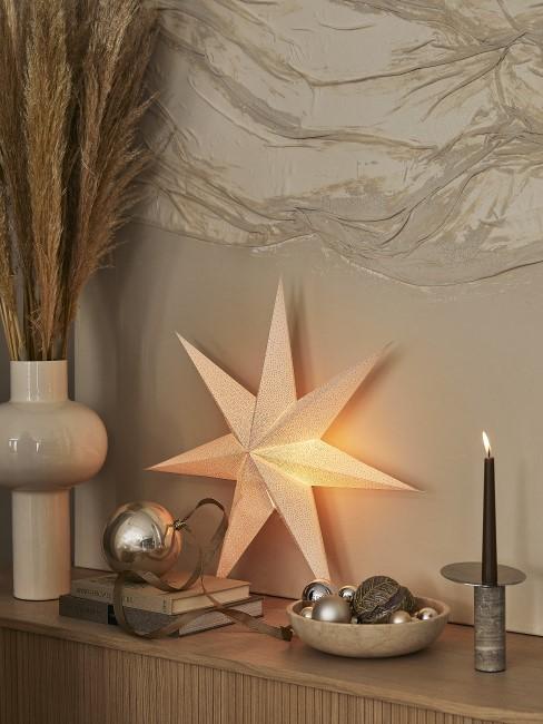 Weihnachtsdeko in der Trendfarbe Weiß