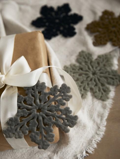 Grau und Naturtöne für Weihnachtsdeko