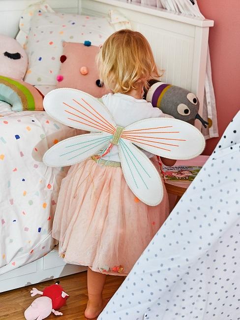 Kleines Mädchen mit Flügeln