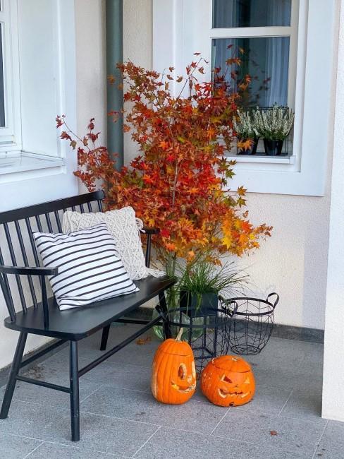 Herbstdeko vor der Haustür