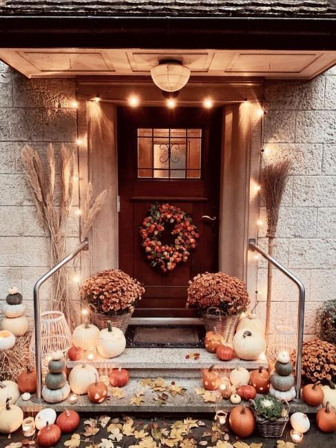 Herbstdeko rund um den Hauseingang