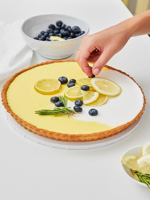 Blaubeer-Pudding-Tarte mit Zitronen