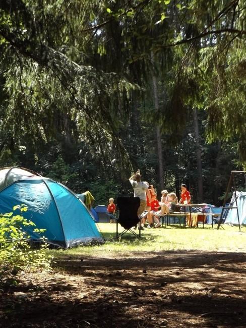 Camping mit Kindern im Wald