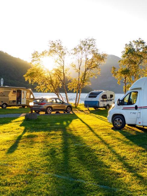 Camping mit Kindern mit Wohnwagen am See