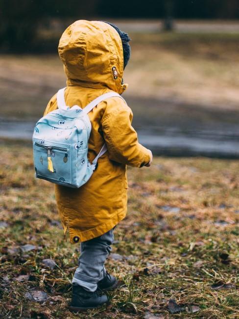 warme Kleidung fürs Camping mit Kind