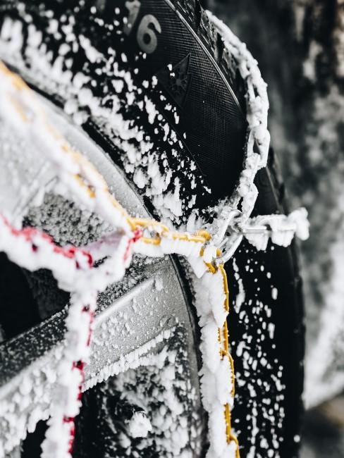 Schneeketten als Must-haves fürs Wintercamping