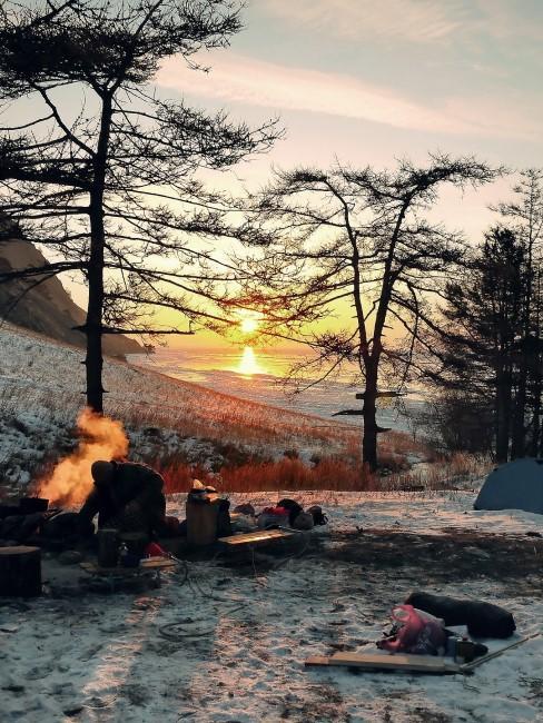 Feuerstelle beim Wintercamping