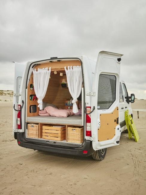 ausgebauter Van mit Einrichtung für Vanlife