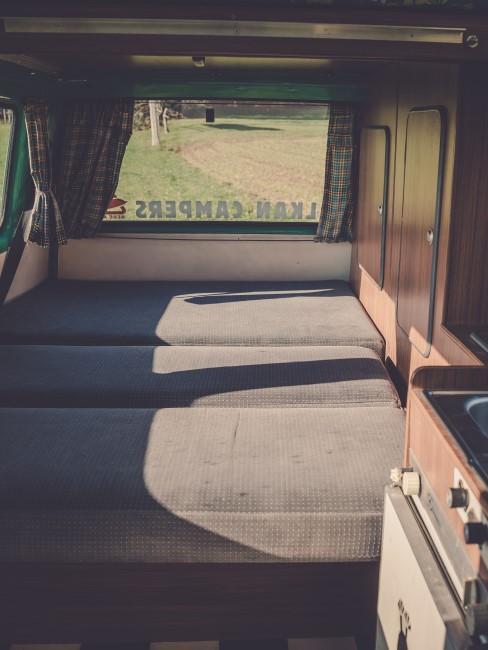 Camper Ausbau Schlafplatz mit Matratzen