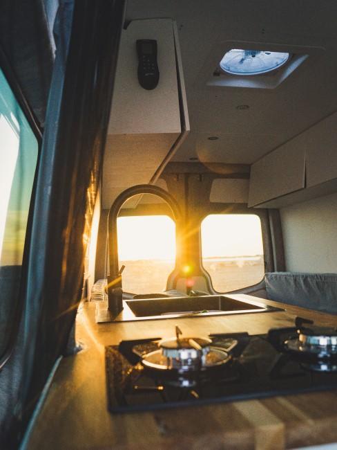 Camper Ausbau mit Innenküche