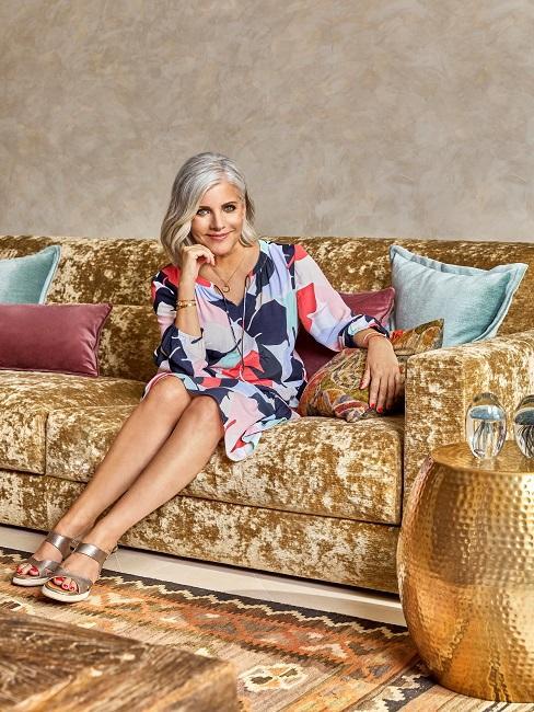 Birgit Schrowange Wohnzimmer Sofa sitzend