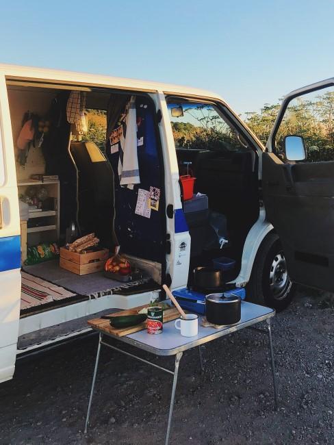 Camper Ausbau ohne Küche dafür mit Outdoor Küche