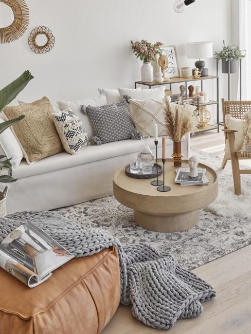 Wohnzimmer in Beige, Sandfarbe und Grau