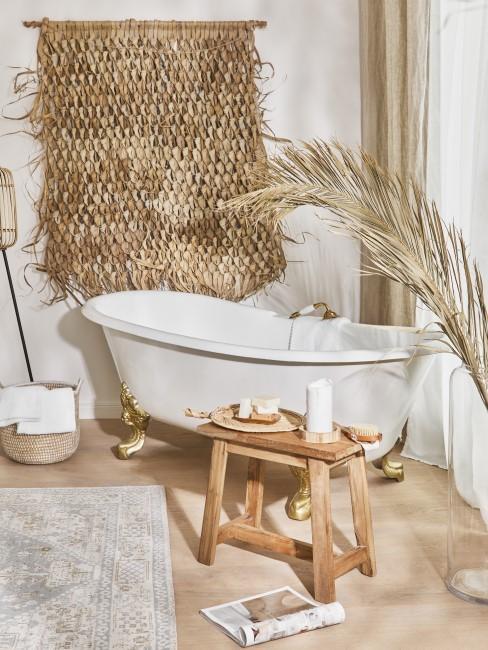 Wanddeko aus natürlichen Materialien im Bad