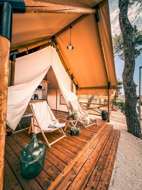 Camping Stlye im Glamping Zelt