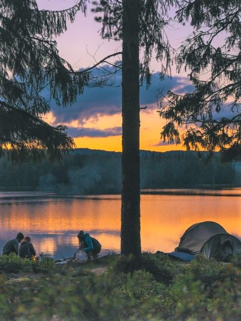 Camping Style Wildcamping am See mit Lagerfeuer