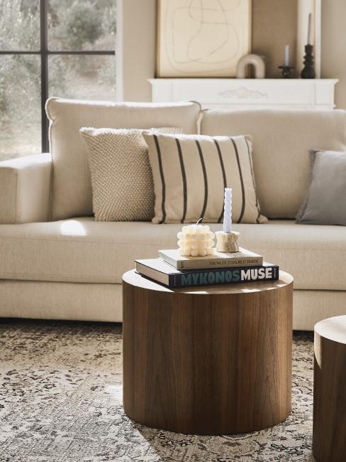 Braun und Beige im Wohnzimmer einsetzen