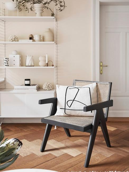 Wohnzimmer mit Beige und Schwarz