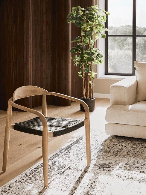Beiges Wohnzimmer mit Pflanzen