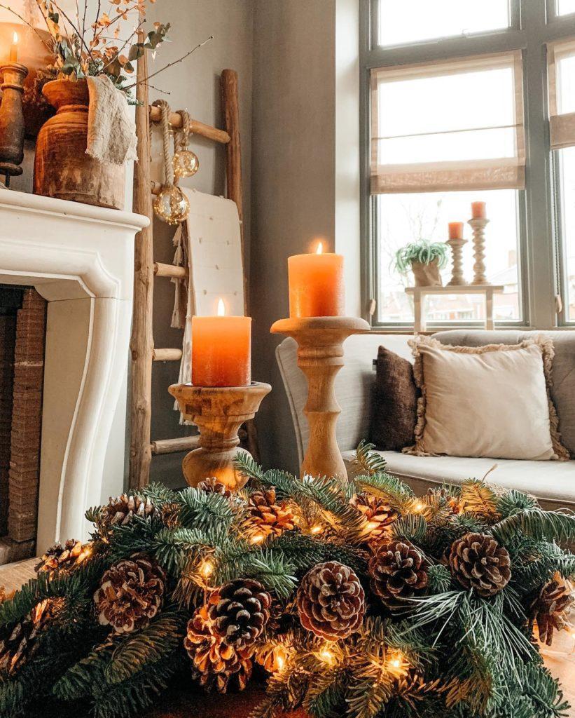 Schöner Weihnachtskranz mit Tannenzapfen