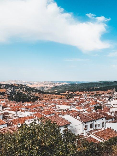 pueblo casas blancas y cielo
