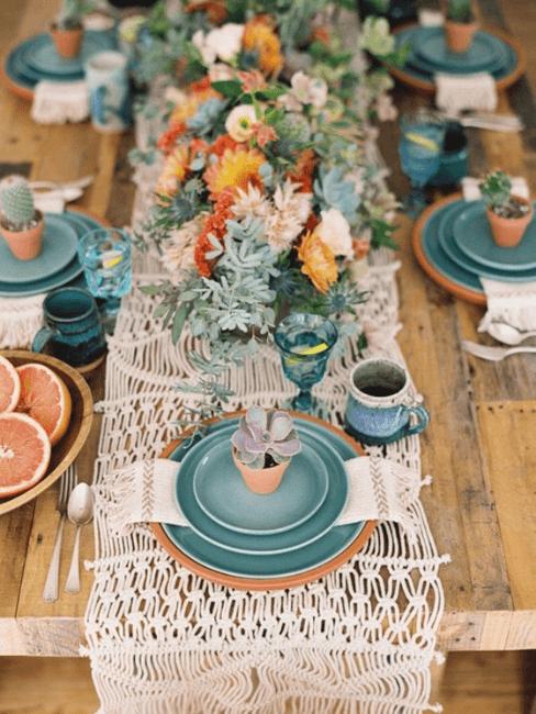 Mesa de boda decorada con tonos menta