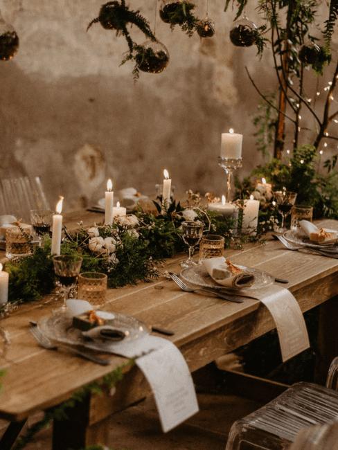 Decoración de mesa de bodas con velas estilo rústico