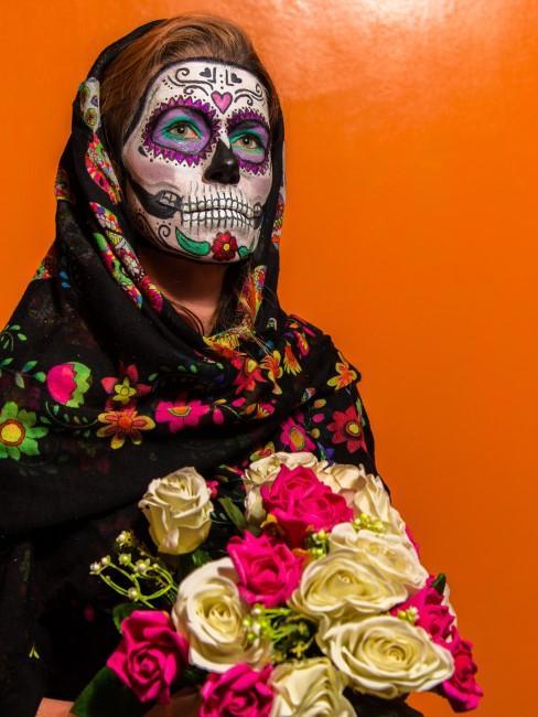 mujer disfraz calavera mexicana