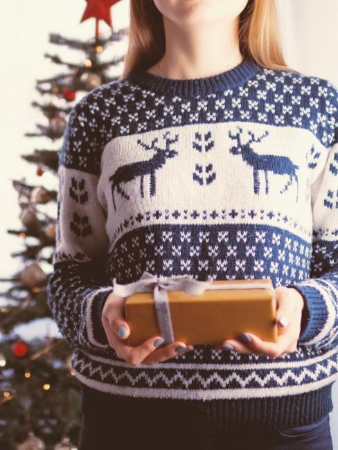 jersey navideño con regalo