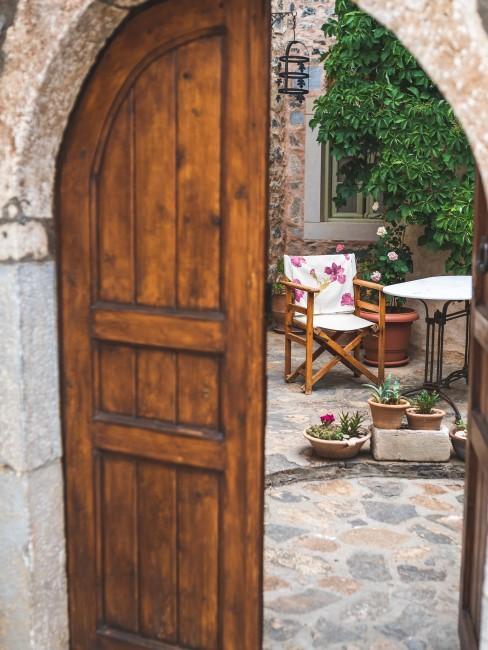 Puerta que abre a terraza