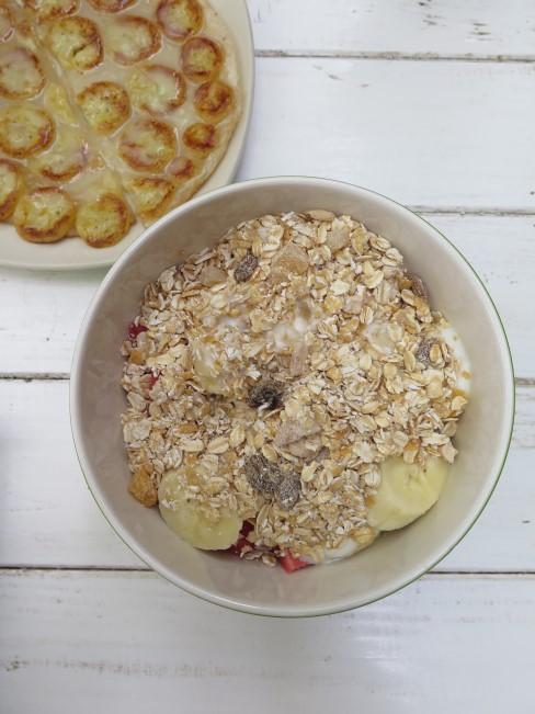 bol de avena y tarta de manzana