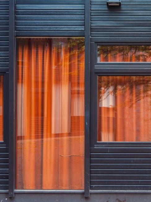 cortinas naranjas con persianas electronicas