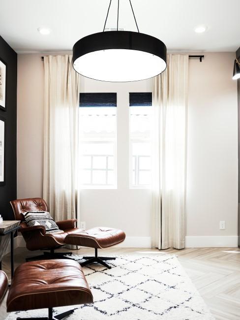casa moderna con un sillón de cuero con reposapiés