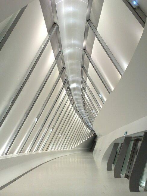 interior pabellon puente de zaragoza