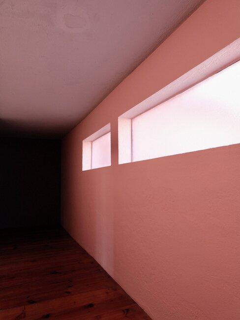 pasillo rosa moderno barragan