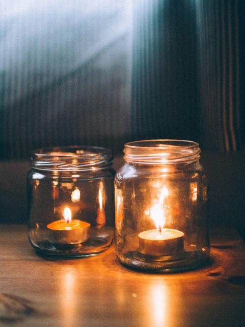 botes de vidrio con velas