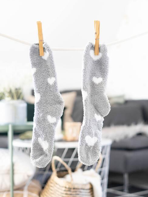 calcetines colgados con pinzas