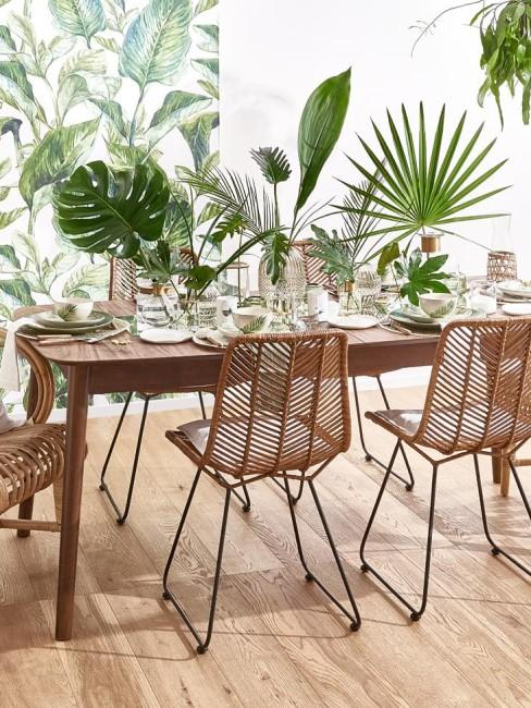 Comedor decorado con tonos verdes y plantas