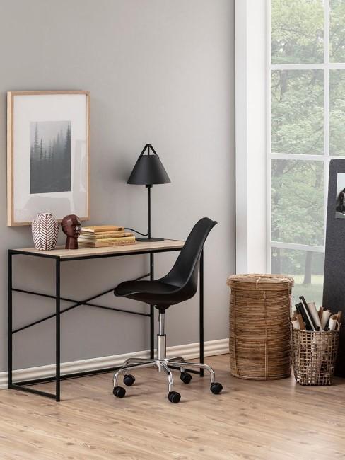 oficina en casa con una silla giratoria