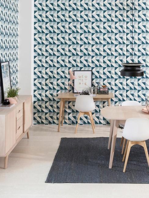 escritorio en el comodor en paple pintado azul y blanco