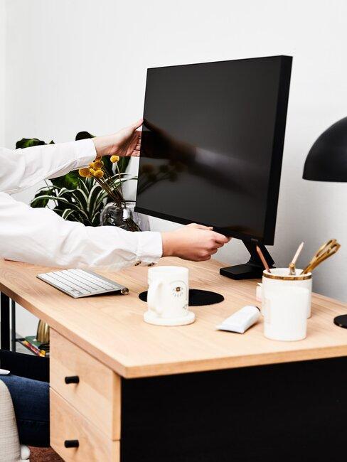 escritorio y pantalla de ordenador