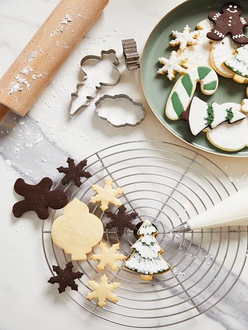 galletas navideñas de diferentes formas y colores