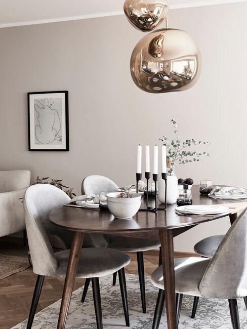 comedor con mesa y sillas gris y marrón lámpara metal
