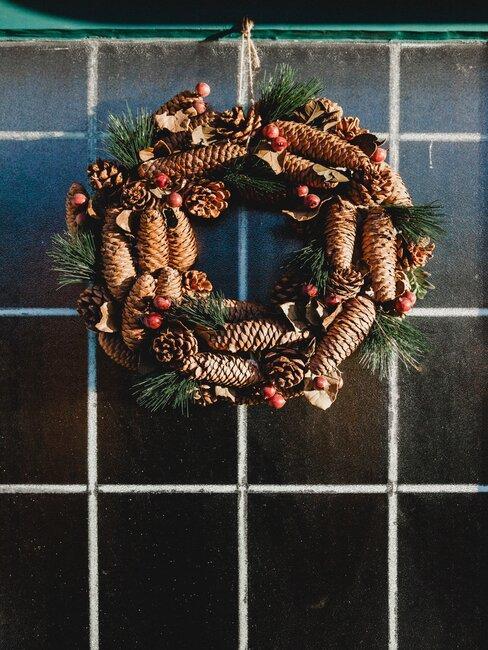 corona de navidad de piñas