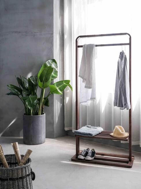 vestidor minimalista en habitación con tonos blancos y grises