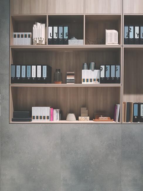 mueble con estantes de madera bien organizado